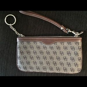 Dooney & Bourke minibag - timeless!